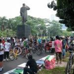 TheCityFix Picks, August 26: Jakarta Bicyclists, Turkish Rail Lines, Building Carfree Cities